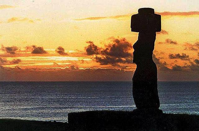 Zdjęcia: Ahu Tahai i samotny moai Ko-Te-Riki, Rapa Nui, pozegnani z Wyspa Wielkanocna, CHILE