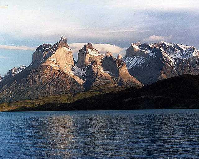 Zdjęcia: masy Cuernos (Rogow) de Paine o swicie, Patagonia, Rogi Paine, CHILE
