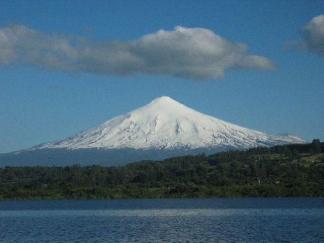 Zdjęcia: Chile, Lake District , Wulkan i jezioro Villarica, CHILE