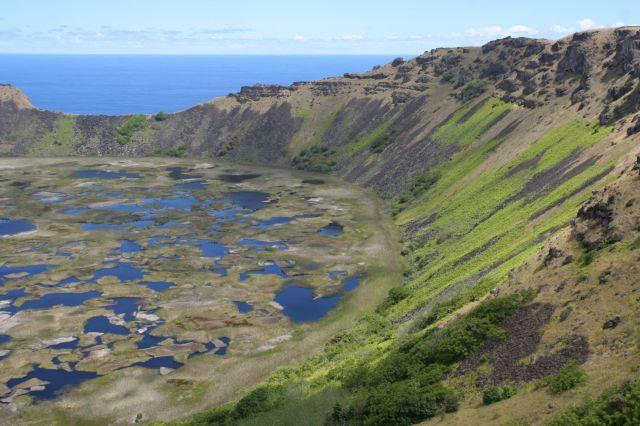 Zdj�cia: Wyspa Wielkanocna, Wyspa Wielkanocna, Krater Rano Raraku, CHILE