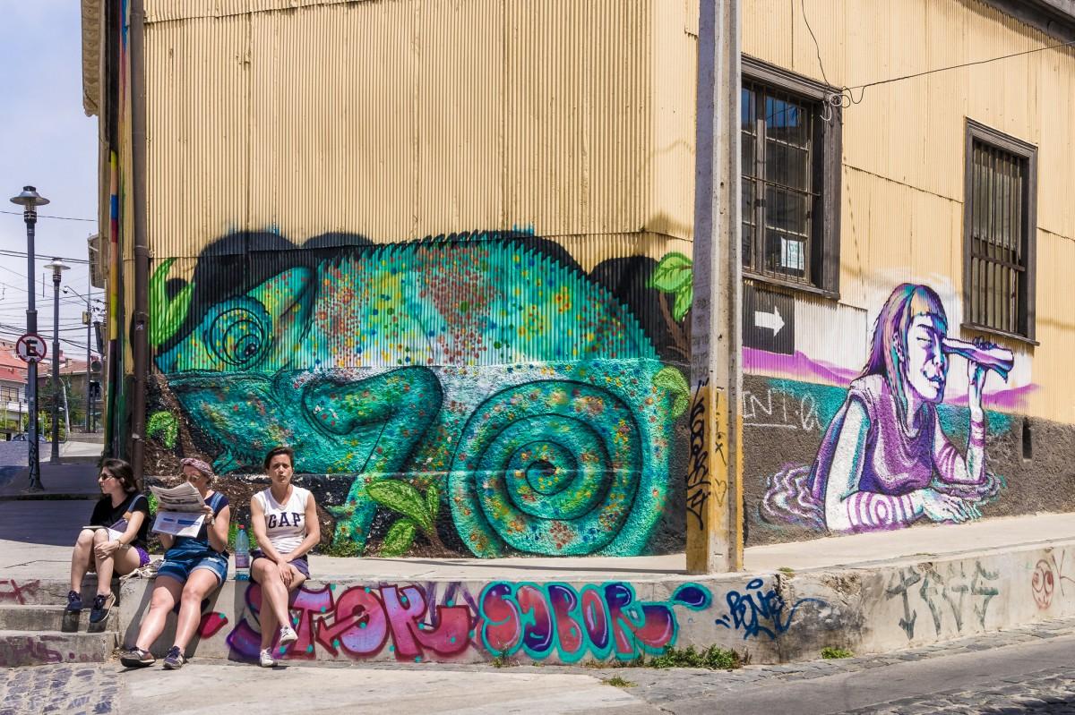 Zdjęcia: Valparaiso, Valparaiso, Prasówka pod kameleonem, CHILE