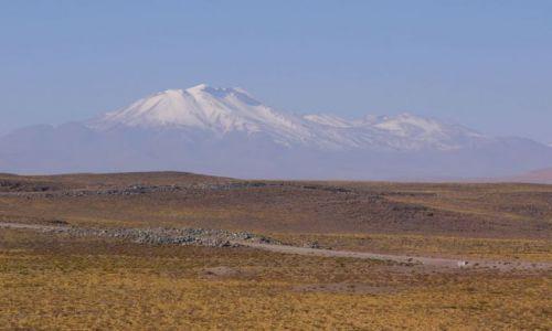 CHILE / Atacama / Droga do Paso de Sico / Ośnieżony szczyt
