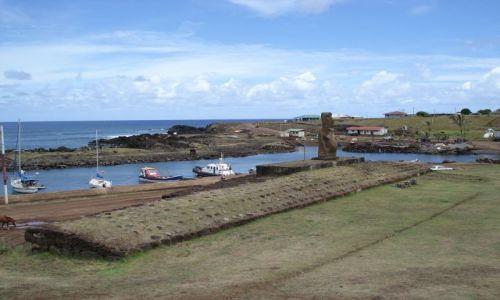 CHILE / Wyspa Wielkanocna / Park Narodowy Rapa Nui / Port w Hanga Roa