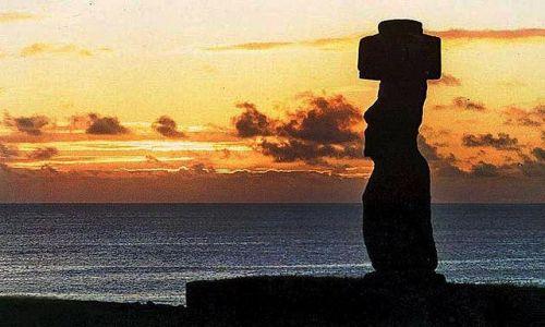 Zdjęcie CHILE / Rapa Nui / Ahu Tahai i samotny moai Ko-Te-Riki / pozegnani z Wyspa Wielkanocna