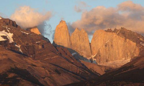 CHILE / Torres Del Paine / Torres Del Paine / Wschod slonca