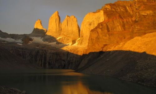 Zdjecie CHILE / Torres del Paine / las torres / Wschod slonca