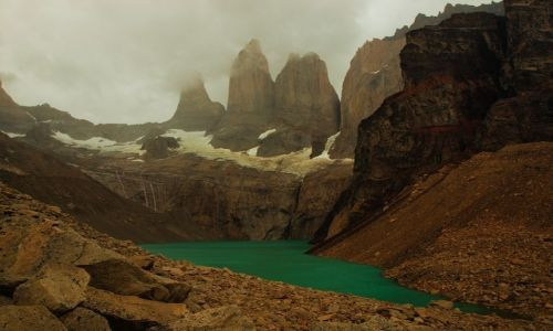 Zdjecie CHILE / Patagonia / Torres del Paine / Wieże Torre w deszczu i we mgle