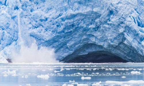 Zdjęcie CHILE / Punta Arenas / Cieśnina Magellana / Lodowiec się kruszy