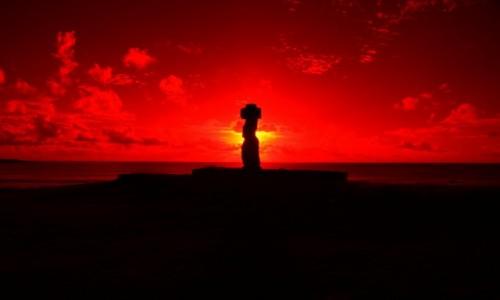 Zdjecie CHILE / Rapa Nui / Ahu Tahai / zachód słońca n