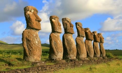Zdjecie CHILE / Rapa Nui / Ahu Akivi / Ahu Akivi w słoneczne popołudnie
