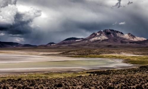 Zdjęcie CHILE / Arica i Parinacota / Salar de Surire / Groźnie