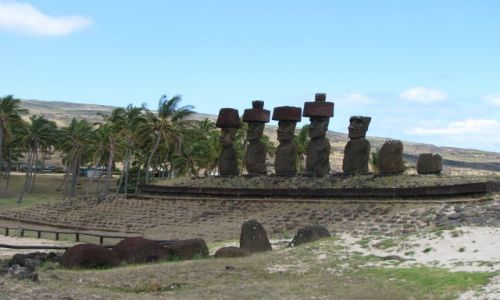 Zdjęcie CHILE / Pacyfik / Wyspa Wielkanocna / Ahu na plaży Anakena