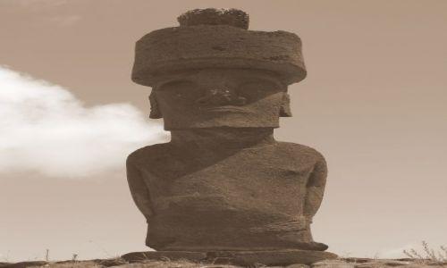 Zdjecie CHILE / Pacyfik. Polinezja / Wyspa Wielkanocna / Moai z pukeo na głowie
