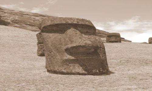 Zdjecie CHILE / Pacyfik. Polinezja / Wyspa Wielkanocna / Moai