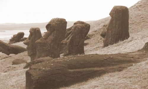 Zdjecie CHILE / Pacyfik, Polinezja / Wyspa Wielkanocna / Więcej Moai