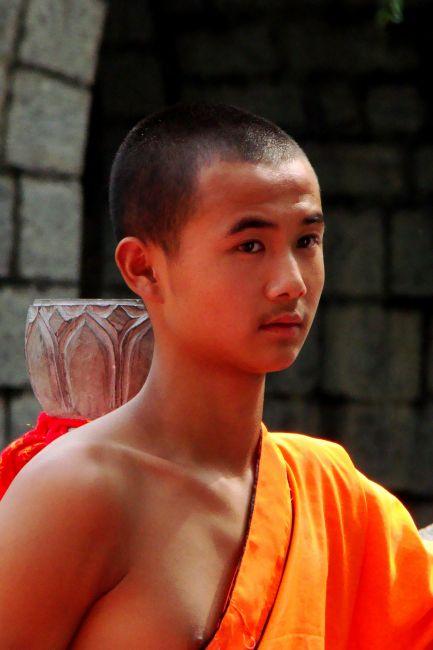 Zdjęcia: Shaolin, Młody mnich w klasztorze SHAOLIN, CHINY