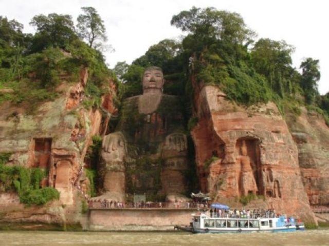 Zdj�cia: Leshan, Sichuan, 71m. Posag siedzacego wielkiego buddy DA FO, CHINY