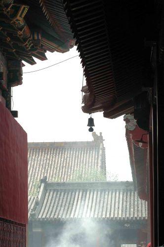 Zdjęcia: pekin, dym kadzidełek wypełnia każde miejsce, CHINY