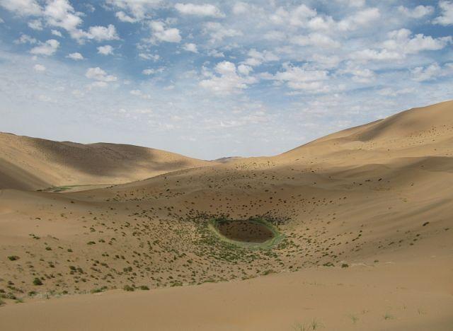 Zdjęcia: pustynia, Badain Jaran, Jezioro na pustyni, CHINY