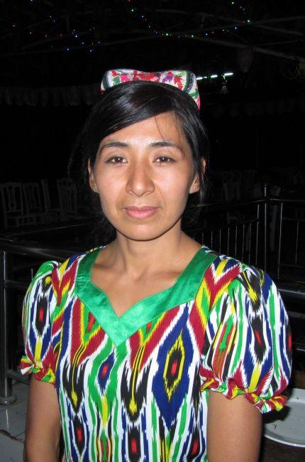 Zdjęcia: Restauracja, Turpan, Młoda Ujgurka, CHINY