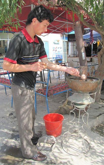Zdjęcia: ulica, Kaszgar, gotowanie jajek, CHINY