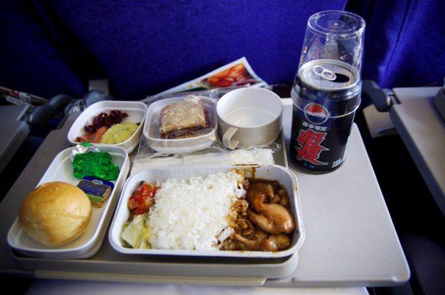 Zdjęcia: gdzieś w drodze do Pekinu, Pierwszy chiński posiłek (w samolocie:D), CHINY
