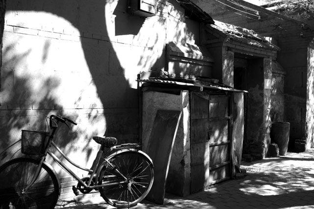 """Zdjęcia: Pekin, seria rowerków - """"samotnik"""", CHINY"""