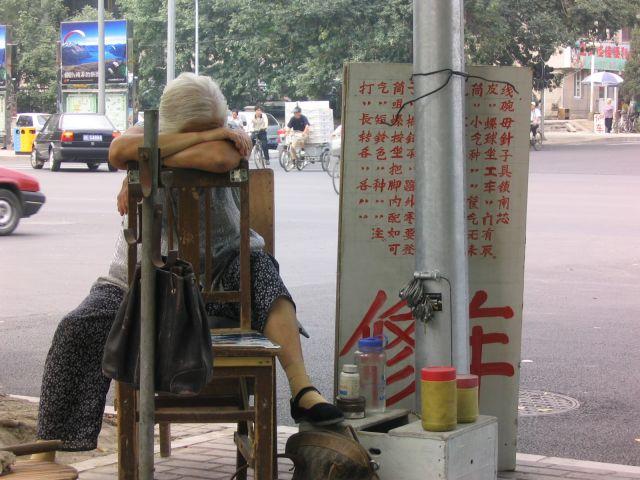 """Zdjęcia: Pekin, Uliczna """"mała przedsiębiorczość"""", CHINY"""