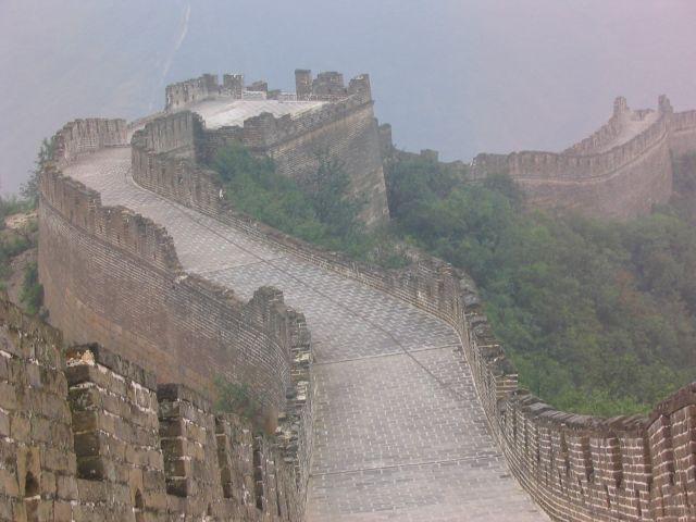 Zdj�cia: Pekin okolice - Wielki Mur, Wielki...i ton�cy w deszczu, CHINY