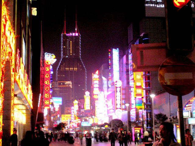 Zdj�cia: Szanghaj, Nanjing Rd. - ulica neon�w, CHINY