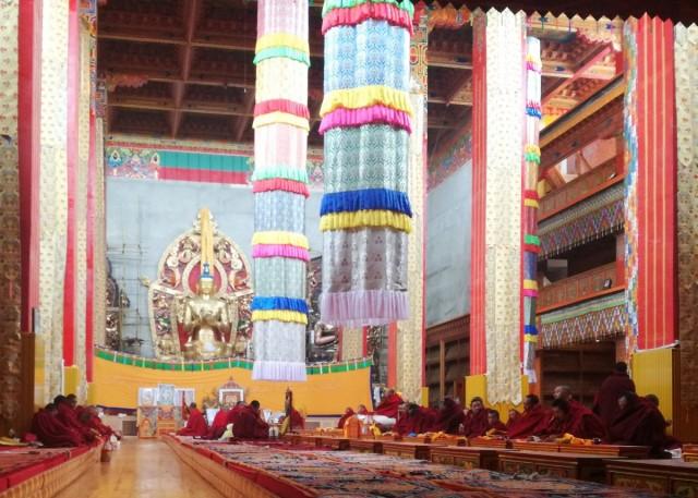 Zdjęcia: Litang, Garze, Mantrowanie mnichów w Litang, CHINY