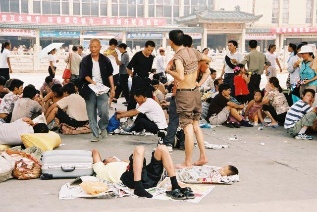 Zdjęcia: przed dworcem, Zycie na walizkach, CHINY