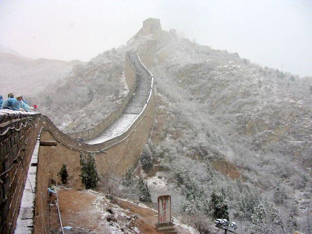 Zdjęcia: PEKIN, osniezony mur chinski , CHINY