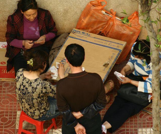 Zdjęcia: kuming, gra w karty, CHINY