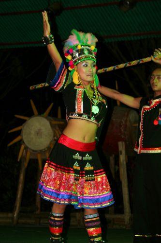 Zdj�cia: Yunnan, Tancerka Wudzu, CHINY