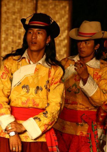 Zdjęcia: kuming, nocny pokaz tancerzy mongolskich, CHINY
