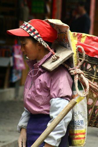 Zdjęcia: lijigang, ciezko pracujaca kobieta, CHINY