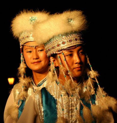 Zdjęcia: kuming, mongolskie tancerki, CHINY