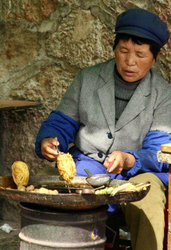 Zdj�cia: lijigan, sprzedawczyni smakolykow, CHINY