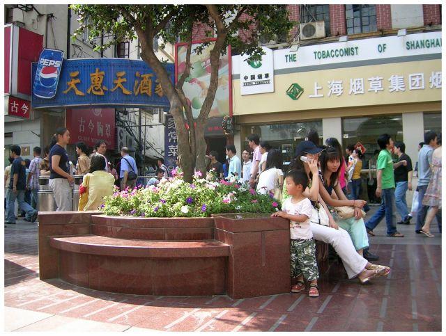 """Zdjęcia: Ogrod Yuyuan, Shanghai, Na chińskim """"spacerniaku"""", CHINY"""