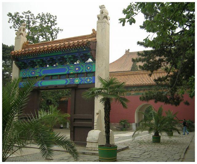 Zdjęcia: Okol.Pekinu, Grobowce Mingów, ChinyPółnocne, Changling - brama na dziedzińcu, CHINY