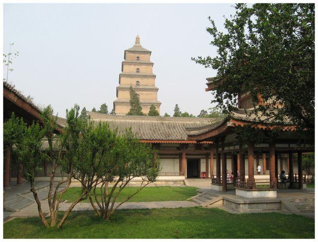 Zdjęcia: Xi'an, Chiny północne, Dziedziniec z widokiem na Pagodę Wielkiej Dzikiej Gęsi, CHINY