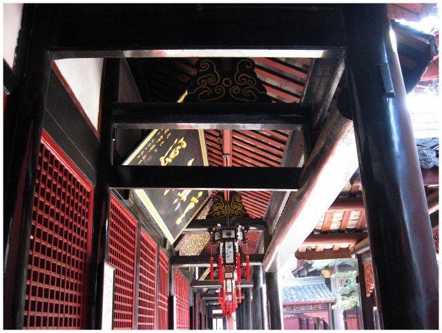 Zdjęcia: Chengdu - świątynia Wenshu, Prow.Sichuan, Pod dachem..., CHINY