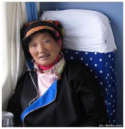 Zdjęcia: między Golmud a Lhasą, Chiny  C, Kobieta z pociągu Xining-Lhasa, CHINY