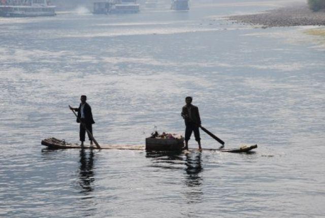 Zdjęcia: Rzeka Lijiang, Guilin, Obwozny sklep na rzece Lijiang, CHINY
