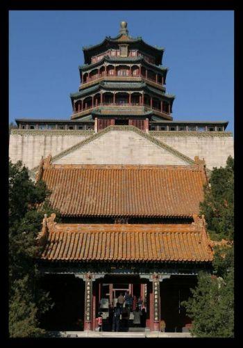 Zdjęcia: Nad jeziorem Kunming w Ogrodach Letnich zanjduje sie Wzgórze Dlugowieczności [Wanshou shan, Fixiangge, CHINY
