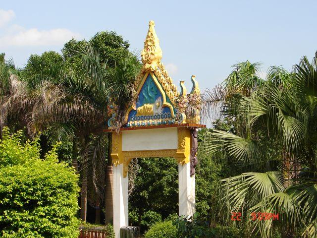 Zdjęcia: Nanning, GUANZOU, Wejscie do tajskiego klasztoru, CHINY