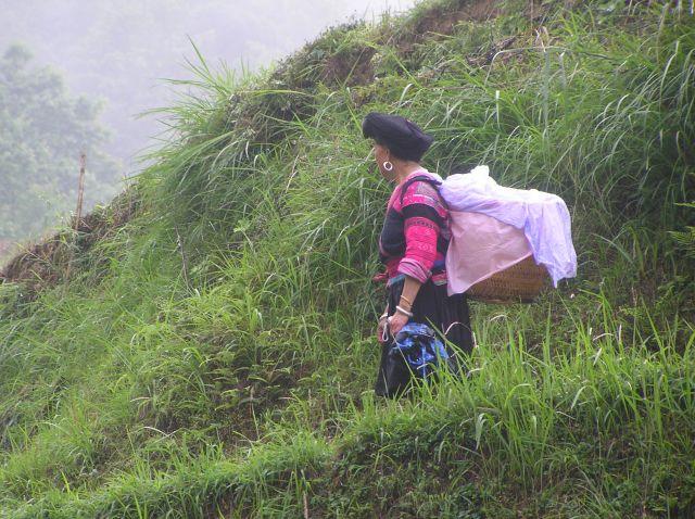 Zdjęcia: na północ od Yangshuo, południe Chin, przedstawicielka mniejszości narodowych, CHINY