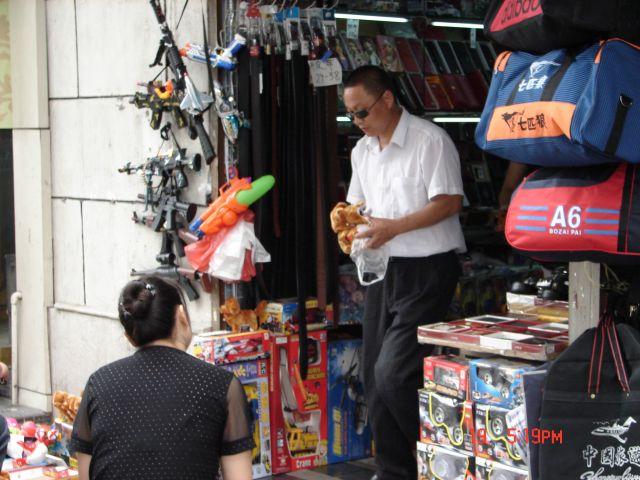 Zdjęcia: Szanghaj, Szanghaj , Sklep z bronia, CHINY