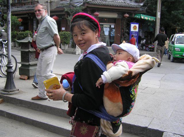 Zdjęcia: Dali, poł.-zach. Chiny, mama z synkiem, CHINY